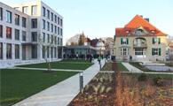 Eine Volksbank mit Garten